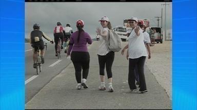 Sexta-feira da Paixão é dia de fé e caminhada no Agreste do estado - Muita gente aproveitou o dia para fazer uma caminhada do centro de Caruaru até o distrito de Cachoeira Seca, em Fazenda Nova.