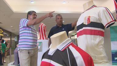 Exposição no Recife reúne camisas históricas de clubes pernambucanos - Ex-jogadores foram conferir os uniformes que já vestiram