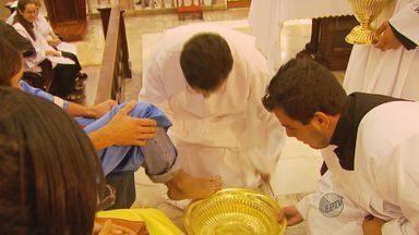 Fiéis celebram Missa do Lava Pés em Pouso Alegre - Fiéis celebram Missa do Lava Pés em Pouso Alegre