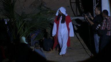 Mais de 500 atores encenam a Paixão de Cristo no Eusébio - CETV mostra um trecho da peça.