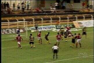 Baú do futebol: em 2008, Novo Horizonte e Atlético-GO com muita chuva - Um raio caiu no segundo tempo deixando jogadores atordoados. Gilvan passou mal.