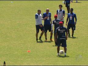 Atacante Souza e técnico Jorginho discutem em treino - Outros jogadores do Bahia precisaram intervir. Discussão ocorreu nesta sexta-feira.