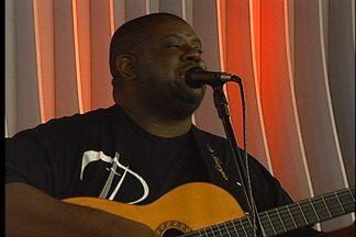 Cantor Péricles faz show em Caxias do Sul - O vocalista apresenta músicas novas e antigas no repertório
