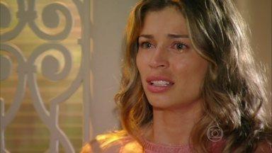 Ester fica transtornada ao rever Cassiano - Ela cobra explicações do piloto e o expulsa de casa