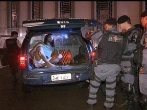 Ex-lutador é suspeito de espancar jovem até a morte no Guará II - Quando chegava em casa, a vítima, de 28 anos, reclamou do consumo de drogas em frente ao prédio. O ex-lutador e professor de muay thai Moisés Maciel Pinto foi preso como principal suspeito.