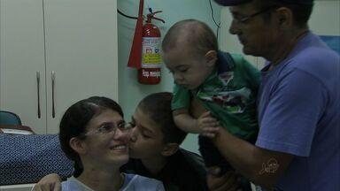 Hospital de Messejana é referência em transplante de coração - Mulher recebe doação de coração após sobreviver com um artificial.