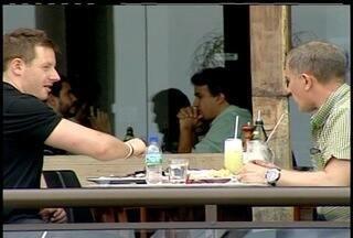 Pesquisa aponta que Macaé, RJ, tem a refeição mais cara do Rio de Janeiro - Levantamento foi feito pela Associação dos Cartòes de Refeição e Alimentação.Donos de restaurantes alegam que são vítimas do alto custo de vida da cidade.