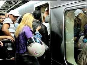 Transporte metroviário é sobrecarregado em todo o país - Todos os dias, mais de seis milhões de brasileiros utilizam o metrô. Em várias partes do país, os passageiros reclamam de filas enormes, de excesso de passageiros e dos valores cobrados pelas passagens.