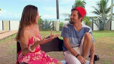 Silvia Resende bate um papo com o cantos Saulo - Ela visita a casa onde o cantor faz os ensaios para a gravação do seu primeiro DVD solo