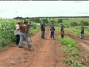 Justiça de MS determina reintegração de posse de fazenda ocupada por índios - A propriedade de 200 hectares foi ocupada por aproximadamente 300 indígenas depois que um índio adolescente foi encontrado morto com um tiro na cabeça, há dois meses. Eles tem até dez dias para desocupar a área.