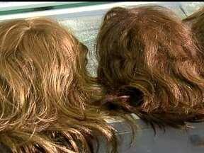 Hospital de Base doa perucas para mulheres com câncer - O Hospital de Base está promovendo o evento do dia da autoestima. Para levantar o astral das pacientes com câncer, o hospital doa perucas para as doentes que enfrentam o câncer.