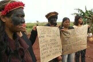 Representantes da Funai vão a acampamento indígena onde produtor rural foi morto, em MS - Representantes da Fundação Nacional do Índio (Funai) e policiais federais estiveram no acampamento indígena em Douradina, onde um produtor rural morreu na sexta-feira, em confronto com os índios.