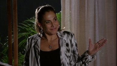 Wanda conta para Rosângela o quanto se ganha com tráfico humano - Ela negocia a compra de mais bebês e faz pouco caso quando Rosângela pergunta se ela pensa no que acontece quando as crianças são mandadas para o exterior