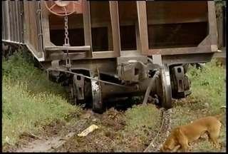 Trem de carga descarrilhou na região Sul de Montes Claros - Trem carregava cal e combustível e saiu dos trilhos, uma equipe técnica analisa as causas.