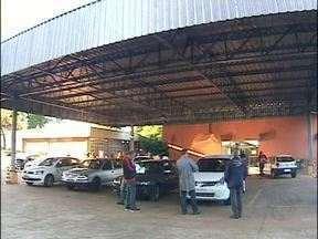Funcionários do Detran voltam ao trabalho em Foz do Iguaçu - Na segunda-feira os funcionários devem se reunir de novo com a diretoria do Detran. Nesta reunião eles querem datas para quando as reivindações devem ser atendidas.