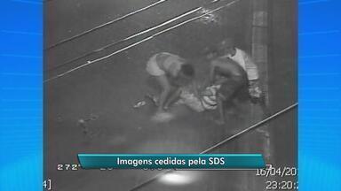 Câmeras da SDS flagram assalto no bairro de Santo Antônio - Um casal é abordado por um grupo de quatro pessoas, na Rua Nova.