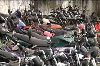 PRF planeja realizar, ainda este ano, leilões para esvaziar os pátios - Locais estão lotados de veículos não recuperados pelos proprietários. Em Caxias, é grande o número de motocicletas nessas condições.