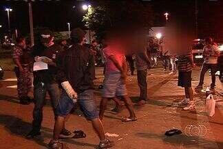 Polícia realizam operação contra tráfico de drogas entre moradores de ruas - A Polícia Civil, a Superintendência de Polícia Judiciária e a Guarda Municipal começaram uma força-tarefa para evitar a morte de novos moradores de rua, em Goiânia, na noite de quarta-feira (17).