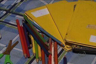 Faltam kits de material escolar em instituições de Campo Grande - Algumas escolas municipais em Campo Grande iniciaram o ano letivo, há dois meses, sem o kit escolar, material de uso diário dos alunos. Os pais dizem que foram obrigados a comprar o material. O prefeito Alcides Bernal deu prazo para resolver situação