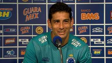 Diego Souza se irrita com perguntas sobre concorrência com Goulart - Camisa 10 do Cruzeiro exalta que concorrência interna é benefica para o time.