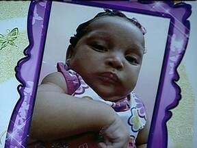 Corpo de bebê morto em atropelamento é enterrado - O bebê morreu atropelado em Padre Miguel. A polícia começou a ouvir o depoimento de testemunhas e já solicitou as imagens de câmeras de segurança do local do acidente.