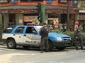 Comércio no entorno do Morro dos Macacos volta a funcionar - Os policiais circularam pelas principais avenidas de Vila Isabel e nos acessos à comunidade. Ontem à tarde, lojas fecharam depois que um traficante foi morto numa tentativa de assalto. Comerciantes disseram ter recebido ordens de bandidos armados.
