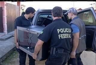 PF prende suspeito de chefiar quadrilha de compras virtuais ilegais - Prisão aconteceu em Araruama, RJ; outras 11 pessoas foram presas.Funcionários dos Correios estão envolvidos; prejuízo é de R$ 3 milhões.