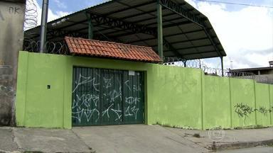 Adolescente é assassinado na frente de escola em Ribeirão das Neves - Supeita é de que ele tenha sido morto por traficantes