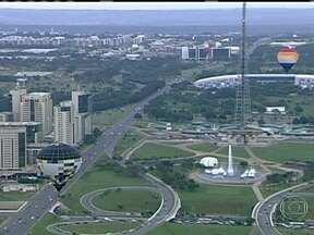 Balonistas comemoram os 53 anos da cidade de Brasília - A paisagem de Brasília está mais bonita, nesses dias de abril. Dezenove pilotos participam do terceiro festival nacional de balonismo para comemorar o aniversário da cidade. A capital federal completa 53 anos.