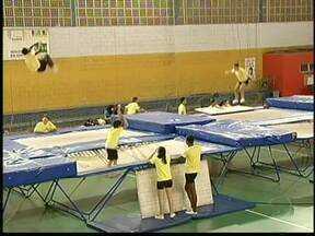 Equipe de ginástica de Volta Redonda, no sul do RJ, treina para o Campeonato Brasileiro - O grupo se prepara para a competição que acontece entre os dias 29 de maio e 2 de junho.