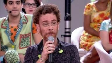 Nando Reis adora interagir com a plateia quando está no palco - Para o cantor, por mais que se tenha o mesmo repertótio, os shows nunca são iguais