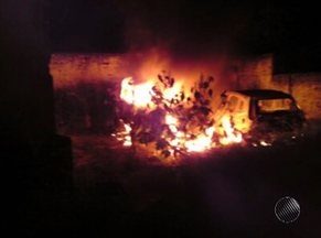 Três carros pegam fogo em pátio usado pela PM, em Ibicuí - Veículos tinham sido apreendidos em operações policiais, e estavam à disposição da Justiça.
