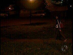 Quem estuda ou trabalha na UEM reclama da insegurança no campus de Maringá - Falta iluminação e vigias durante o dia e à noite