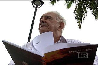 Aos 88 anos, o jornalista e poeta Reginaldo Telles lança primeiro livro - 'Encontro necessário' traz poesias sobre amor, política e cotidiano.
