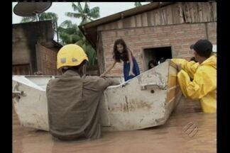 Defesa Civil de Itaituba é acionada para resgatar famílias que tiveram casas alagadas - Defesa Civil de Itaituba é acionada para resgatar famílias que tiveram casas alagadas depois de forte chuva no fim de semana.