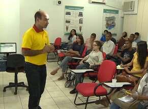 Mercado de autoescolas cresce com facilidade de crédito para carros e motos - Em 2013, foram 115 mil candidatos para as provas práticas e 80 mil para testes teóricos, em Salvador.