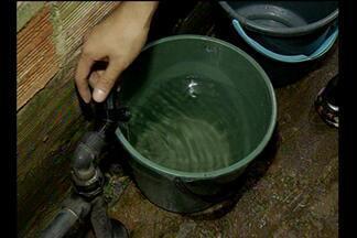 Comunidade no bairro da Pedreira reclama da falta constante de água - Segundo moradores, problema é enfrentado há mais de um mês.