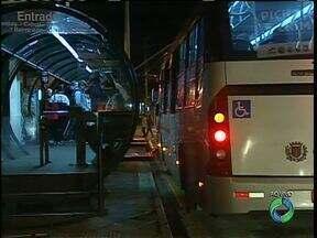 Moradores reclamam de lotação nos ônibus - Essa foi uma das reclamações nas audiências públicas para decidir o orçamento de Curitiba do ano que vem.