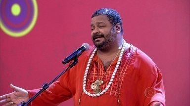 Arlindo Cruz anima a plateia do 'Encontro' ao som de 'O Meu Lugar' - Sambista solta a voz no palco do Encontro