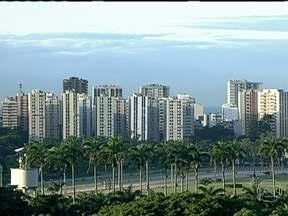 Quinta (25) começa com névoa no Rio de Janeiro - Por causa das temperaturas mais baixas durante a madrugada, o dia pode começar com névoa em pontos isolados. Depois, o sol aparece e vai predominar. Esta é uma característica do outono.