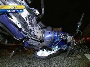 Trânsito 24h: três pessoas morrem em dois acidentes na BR-101, em São José - Trânsito 24h: três pessoas morrem em dois acidentes na BR-101, em São José