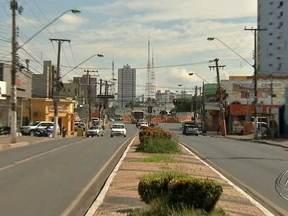 Estudo pretende medir o impacto das obras de mobilidade urbana em Cuiabá - Um estudo realizado por universitários da UFMT pretende medir o impacto das obras de mobilidade urbana na preparação para a copa do mundo. A ideia é criar um plano de negócios para os empresários afetados pelas mudanças no trânsito.