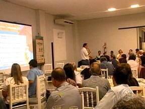 Produtores de Rondonópolis trocam experiência no 8º Circuito Aprosoja - Nova etapa do 8º Circuito Aprosoja é realizada em Rondonópolis. Os produtores da região aproveitaram a oportunidade para trocar experiências e planejar a próxima safra.