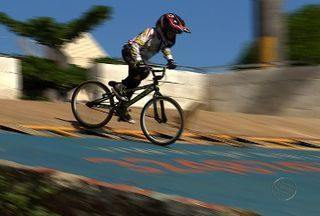 Sergipe realiza Campeonato Estadual de Bicicross - A primeira etapa da competição acontece no dia 28 de abril na pista da rótula do Conjunto Orlando Dantas e os pilotos já estão se preparando para a disputa pelo título, confira a preparação.
