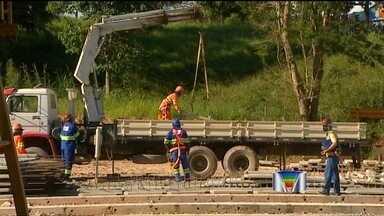 Ministério do Trabalho embarga parcialmente as obras da Tamoios - Embargo aconteceu nesta quinta-feira (25) por falta de segurança. Em três alojamentos, os fiscais também encontraram irregularidades.