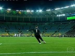 Maracanã reabre depois de quase três anos fechado - Desde agosto de 2010 que o estádio do Maracanã estava interditado para reformas. Tadeu Schmidt faz uma crônica em homenagem ao estádio que será palco da final da copa do mundo de 2014.