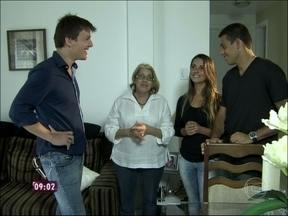 Nora mostra como se adaptou às regras para morar com a sogra - Para entrar na casa de Dona Lélia, por exemplo, Débora tem que tirar os sapatos