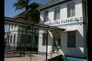 Alunos da Escola Estadual Margarida Pardelhas voltam a ter aula. - Depois, da interdição do prédio principal 130 anos do quarto e quinto ano estavam sem frequentar as aulas.