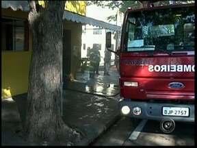 Pizzaria fica danificada após incêndio no centro de Avaré, SP - Uma pizzaria ficou danificada após um incêndio na manhã desta quinta-feira (2), no centro de Avaré (SP). De acordo com o Corpo de Bombeiros, não havia ninguém no local quando o fogo começou e ninguém ficou ferido.