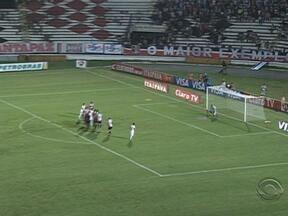 Inter tenta mas não sai do 0 a 0 com o Santa Cruz - Equipe precisa vencer próxima partida.